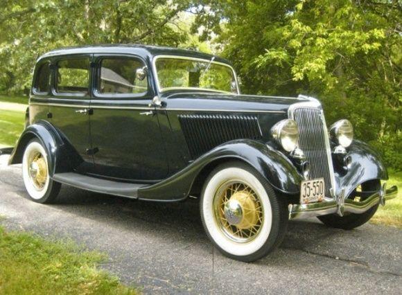1934 Ford Deluxe Sedan - (Ford Motor Company, Dearborn, Michigan 1903-present)