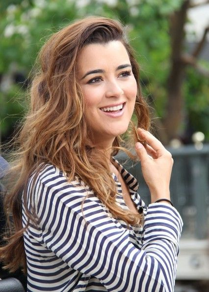 """Cote de Pablo Photos Photos - """"NCIS"""" actress Cote de Pablo Gives An """"Extra"""" Interview gives an interview with Maria Menounos for """"Extra"""" at The Grove on April 23, 2013 in Los Angeles, California. - Cote de Pablo Drops by 'Extra!'"""