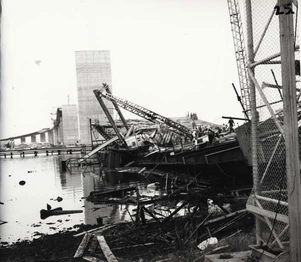 The West Gate Bridge Collapse - At 11:50 am on 15 October 1970, a 367-ft (112 m) span of the West Gate Bridge collapsed during construction. http://anengineersaspect.blogspot.com/2009/10/west-gate-bridge-collapse-on-its-39th.html#
