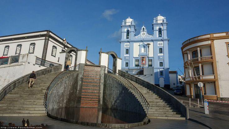 Las casas y sus colores con el fuerte en Terceira #Monumentos #Turismo #Islas