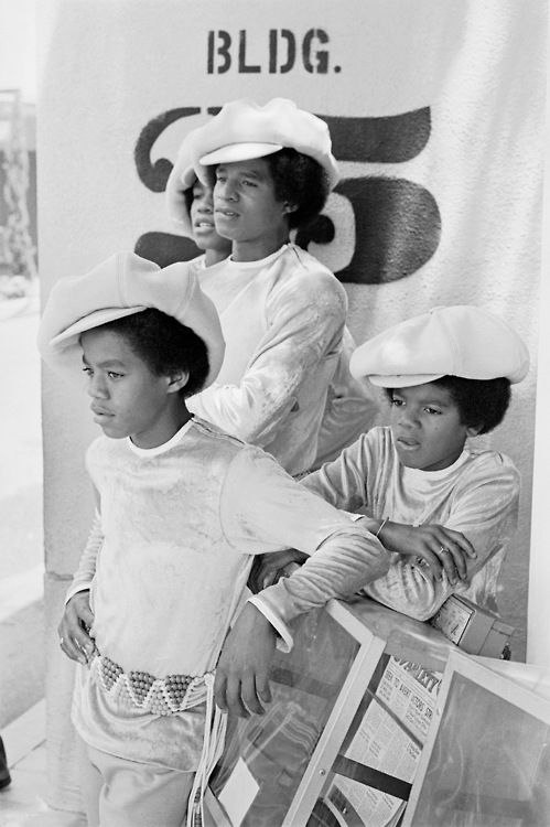 An Applejack Hat moment with the Jackson 5 (Jermaine Jackson, Jackie Jackson, Marlon Jackson, and Michael Jackson.)