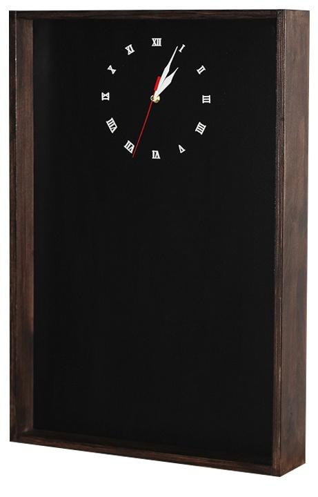 The chalkboard and clock  Грифельная доска с часами.