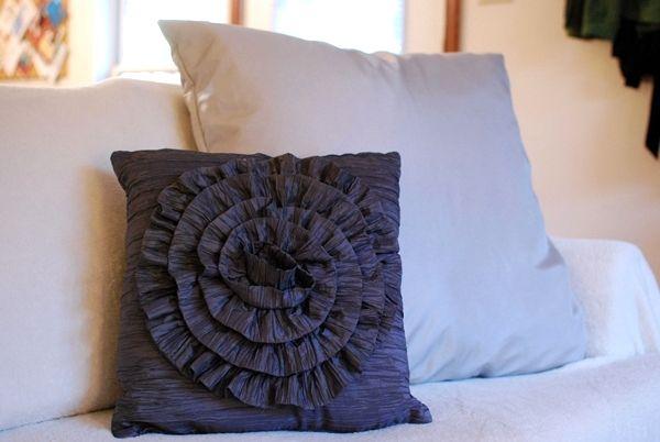 25 Easy decorative pillow tutorials (Make throw pillows) - Craftionary