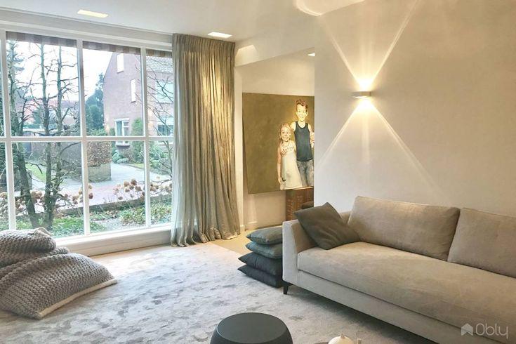Studio Berijk | Een prachtig licht interieur dat warmte uitstraalt door de toepassing van zachte materialen, luxe stoffen, mooie meubels en een goed verlichtingsplan | OBLY.com inspiratieplatform & blogazine luxe wonen