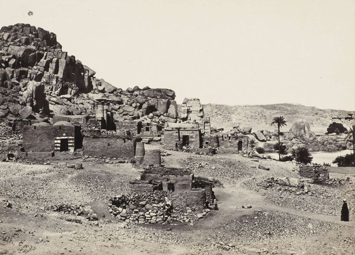 Antiquities at island of Biggeh, 1857, tiré avant 1862 | Photographe : Francis Frith