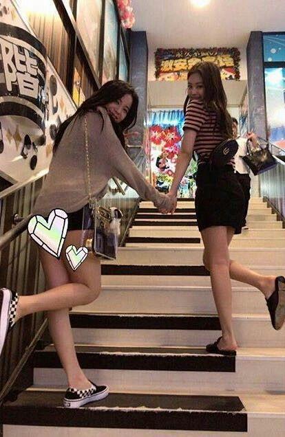 Black pink jennie and jisoo | ♡ Pinterest ~ @strawberrymurlk ♡