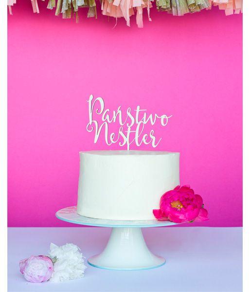 Spersonalizowany topper na tort weselny! Państwo... no właśnie, jak brzmi Państwa nazwisko? :)  Do kupienia w butiku ślubnym online Madame Allure!