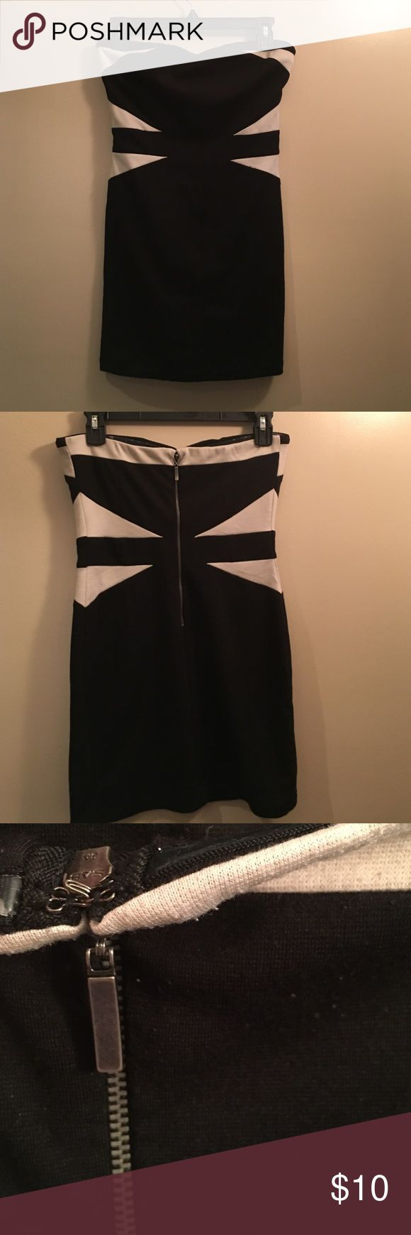 Black and white bodycon dress Black and white bodycon dress. Sweetheart style top. Good condition, some pilling, but that is an easy fix. Zipper and hook in back. Lining around top for extra support.  Forever 21, size medium Forever 21 Dresses Strapless