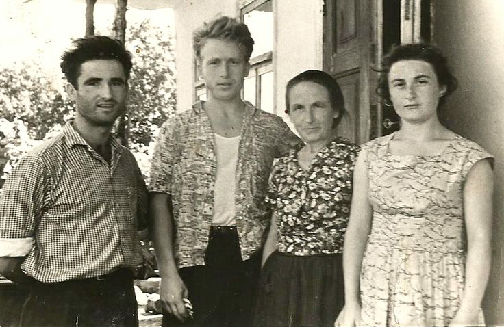Tablou de familie - mama și cei trei copii.