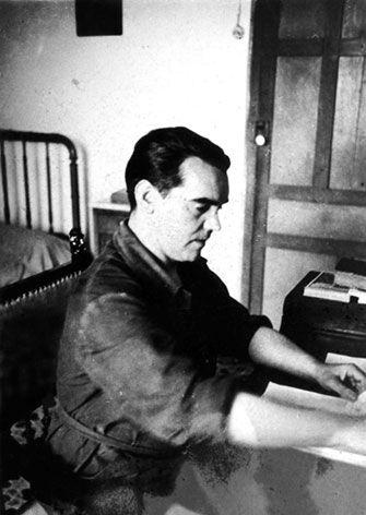 Federico García Lorca en su escritorio, 1935. Archivo fotográfico de Eduardo Blanco Amor. Biblioteca de la Diputación de Ourense