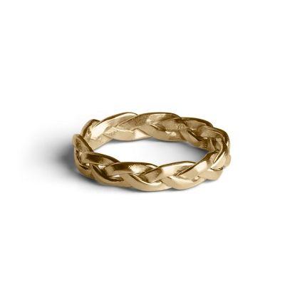 Forgyldt, mat fletring i sterling sølv. Ringens 3 flettede 'tråde' snor sig smukt om fingeren. Brug Fletringen alene eller sæt den sammen med flere ringe på samme fingerled.