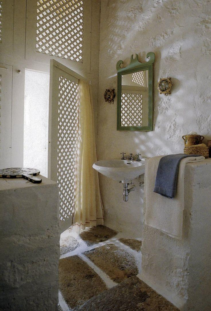 Beach house bathroom decor - Fretwork Lattice In Bath John Stefanidis Via Http Skirtedroundtable Blogspot