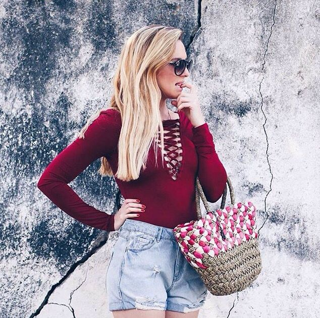 Beautifull how to wear picture, with the Abbacino beach bag. #DoubleCheck #Abbacino #Beach #Bag #Fashion #White #And #Red #Summer