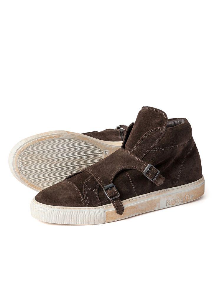 「Norman Walsh Footwear」は全てがMade in Englandの英国を代表するスポーツシューズブランド。創設者のNorman Walsh氏はフォスターブロスフットウェアで修行を重ね、マスタークラフトマンに就任。1948年には英国のオリンピックチームのシューズを製造し、世界中で名前を知られるようになりました。その後、1961年に「Norman Walsh Footwear」を設立。60年代を通して幅広くスポーツシューズを製造。現在、カジュアルコレクションも世界各国の敬意あるブティックで取り扱われています。その他にも人気ブランドをピックアップしています。