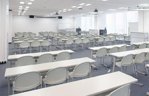 施設紹介   大学案内   デジタルハリウッド大学【DHU】  長田ゼミは少人数のため1つの小部屋でゼミを行います。  Our seminar classroom.