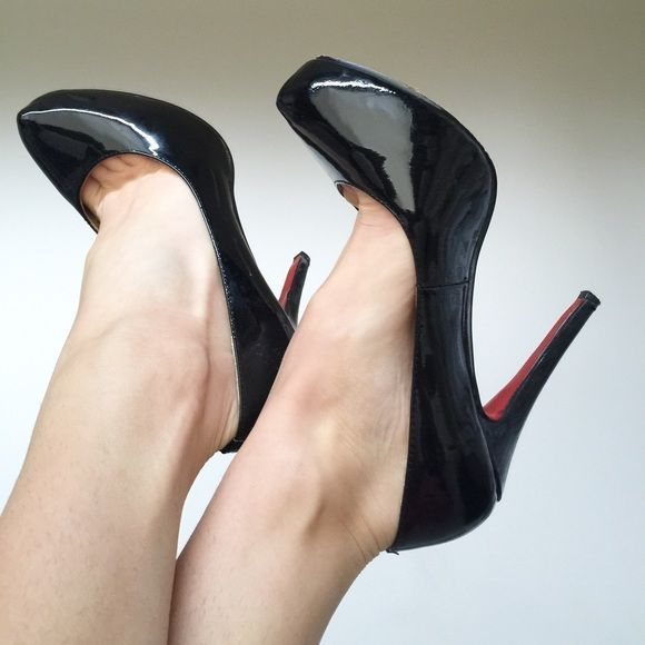 b8ef62a35ab Christian Louboutin replica heels Selling my replica CL heels - worn ...