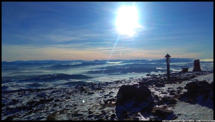 na szczycie Babiej Góry w zimie - panorama Tatr i Orawy  #Babia Góra #Diablak #Beskidy #Babiogórski-Park-Narodowy #BPN #góry #Poland #Polska #mountains panorama-na-Tatry-z-Babiej Góry #Zawoja #szlaki_górskie #turystyka
