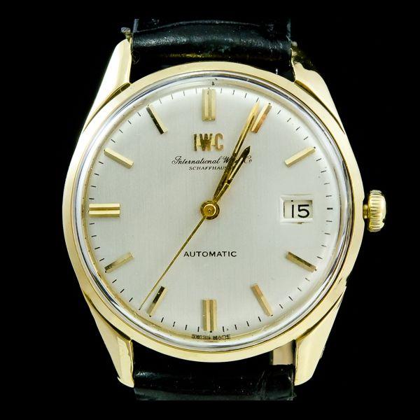 IWC-VINTAGE, automatique, or jaune 18k avec date. Disponible immédiatement sur notre site: http://www.joaillerie-royale.com/114-montres-vintage