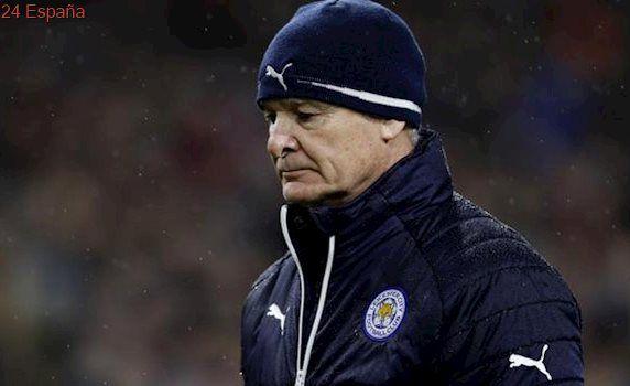 El Leicester da su «apoyo incondicional» a su entrenador milagro