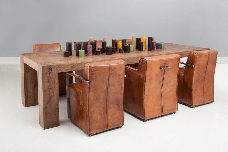 Het design van eetkamerstoel Mountain Vintage met de comfortabele armleuningen spreekt voor zich. Door het fraaie met de hand ingewassen…