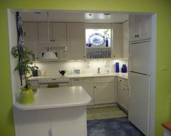 Cantik ya, perpaduan putih dan lime green membuat dapur minimalis ini jadi terlihat segar