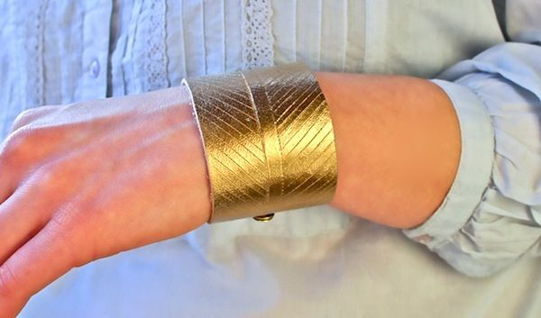 #Chevron Leather Bracelet made by @Melanie Blodgett (You Are My Fave) … as seen on p216 in @sister MAG 3Cuffs Bracelets, Gold Leather, Diy Leather, Diy Jewelry, Diy Bracelets, Leather Cuffs, Chevron Leather, Stay Golden, Leather Bracelets