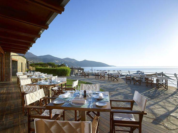 Der Blick vom Hotel mit Privatstrand auf Kreta, dem St. Nicolas Bay Resort Hotel & Villas