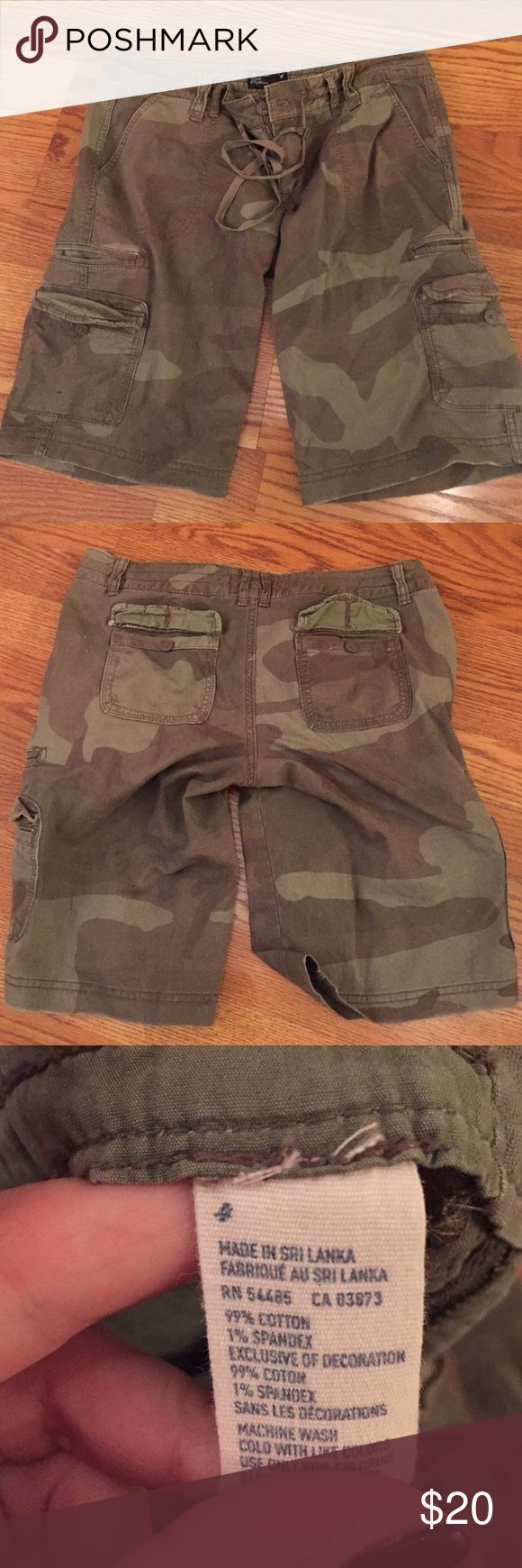 American Eagle knee length camo shorts American Eagle brand camouflage shorts. Knee length. Green. Size 4. American Eagle Outfitters Shorts Cargos
