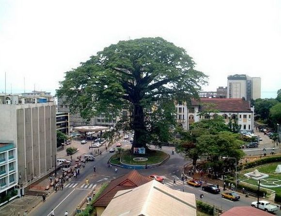 Cotton Tree: Freetown, Sierra Leone THERE WAS SO MUCH TRAFFIC ON NEW YEAR DAY!! Missing this place