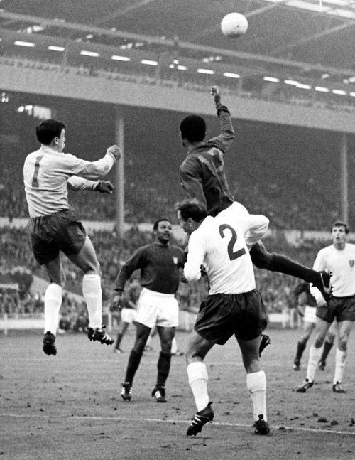 Gordon Banks v Eusebio, 1966 World Cup