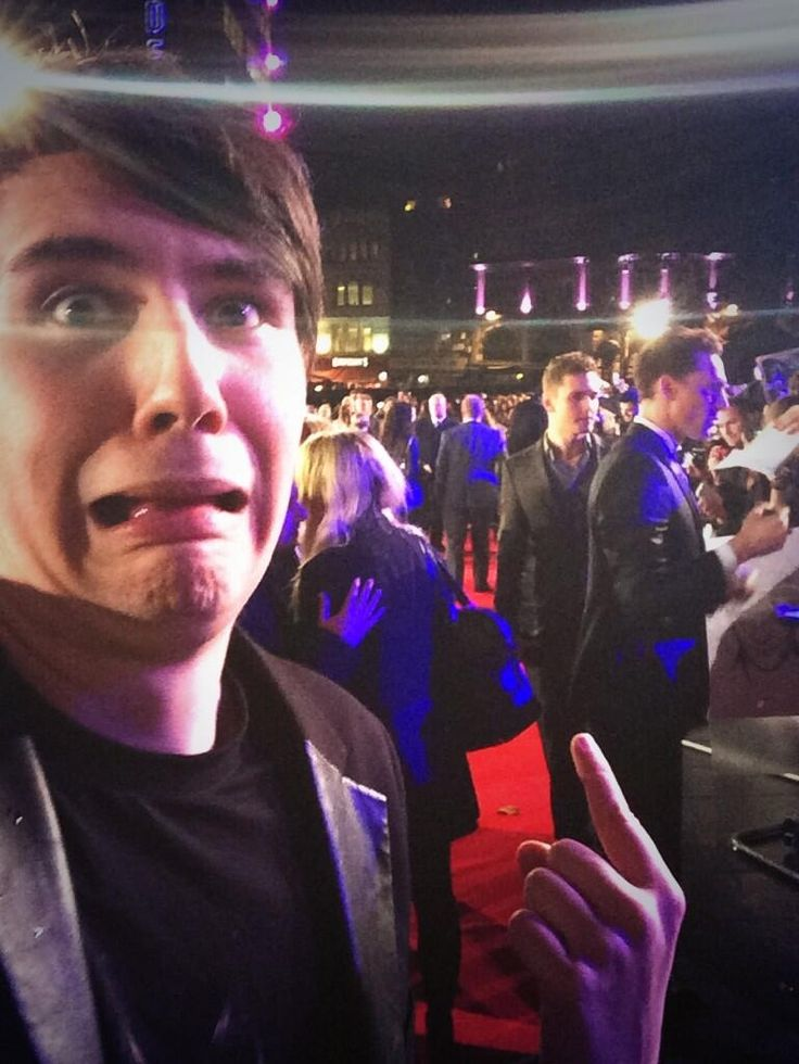 Dan at the Thor 2: The Dark World premiere today. He took a selfie with Hiddles