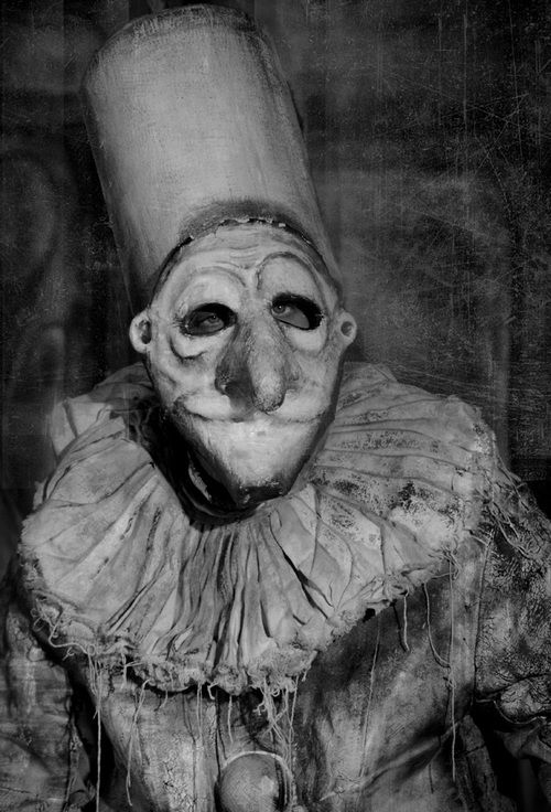 chilling , macabre , circus clown photo art Photo by Andrey Vanderus. S)