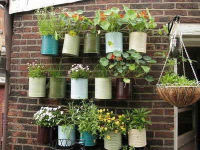 People are so clever!Gardens Ideas, Container Garden, Painting Cans, Coffe Cans, Coffee Cans, Flower Pots, Herbs Gardens, Tins Cans, Wall Gardens