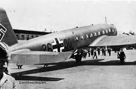 Focke-Wulf Fw 200 Condor D2600 - 2e privé vliegtuig van Hitler, zijn privé piloot Hans Baur vloog voor hem in de JU 52 en deze vliegtuig. Toen WII uit brak werden de stoelen van parachute en machinegeweren en ontsnappingsluiken. In juli 1944 werd Hitlers squadron (13 stuks) verwoest bij geallieerde luchtaanvallen - Google zoeken