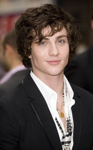 aaron johnson 's eyes are so pretty. too bad he married like a cougar woman! hahahahah