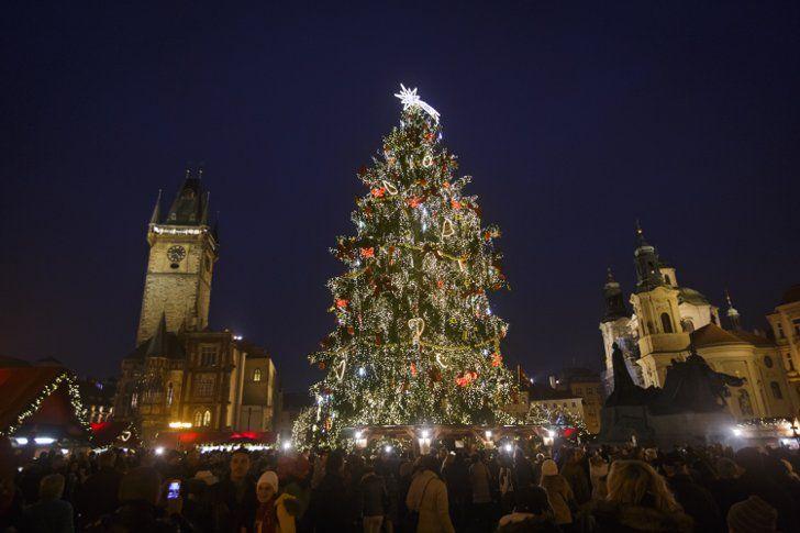 Pin for Later: Frohe Weihnachten! So feiern die Menschen rund um den Globus. Prag