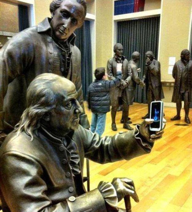 Als jemand Benjamin Franklin beibrachte, was ein Selfie ist   25 Leute, die wissen, wie man sich mit Kunst fotografiert