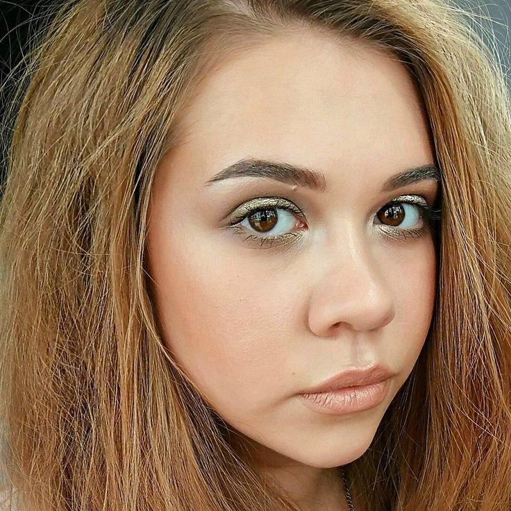 """Не так давно мне в директ прилетел вопрос """"А вы только губы рисуете или макияж всего лица тоже делаете?"""" #вопросназасыпку �� Отвечаю: я прежде всего делаю макияж всего лица,а не отдельных его частей. И да,мой любимый макияж это нюд. Я очень люблю работать с кожей,цветом и объёмом,делать мягкий,лёгкий и нежный макияж. Выпускницы прошлого года не дадут сорвать�� Так,что девочки-выпускницы,вас я всегда рада видеть�� #mua_rita_ko #make_up_room_161#MUA #makeup #lips #makeupartist #makeupforever…"""