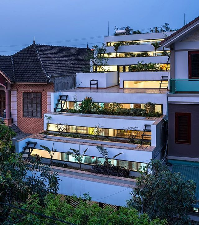 in #vietnam, this large house designed by H&P architects features accessible platforms that integrate #urbanfarming as a basis for #sustainable development. the home combines #architecture with #agriculture, forming a new typology that the architects refer to as 'agritecture'. photo by nguyen tien thanh⠀ ⠀ ⠀ see more about the project #desigboom #HParchitects