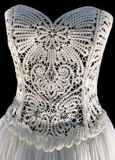 Hermoso vestidoa blanco como corcel
