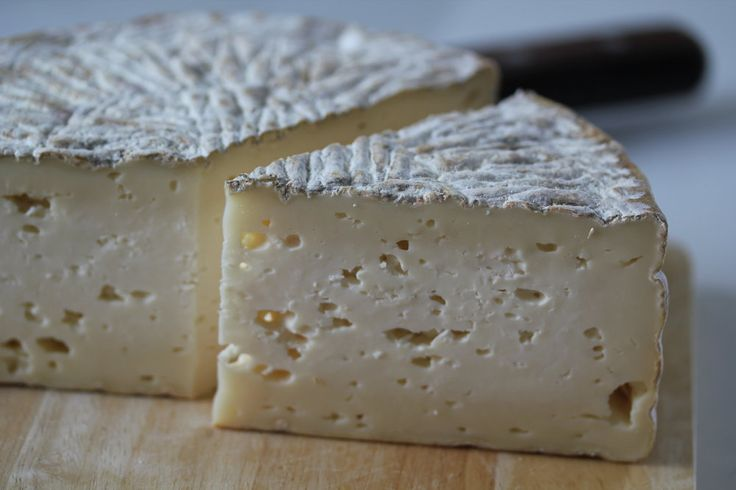 Handmade artisan cheese subscriptions brought to you by a collaboration  between Birchrun Hills Farm and Valley Milkhouse Creamery.