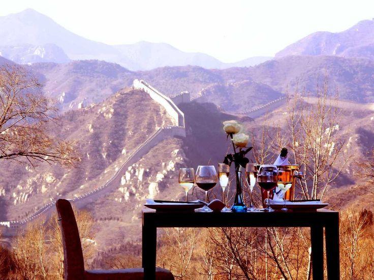 Dineren met als uitzicht de legendarische Grote Muur, een verblijf in het hotel is een belevenis!  http://www.333travel.nl/hotel/china/333trendy-commune-by-the-wall/informatie?productcode=H5301