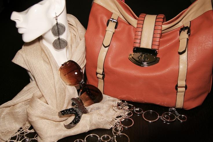 Love that handbag!  Check out more @ www.modabella.ca: Fashion, Www Modabella Ca, Check, Handbags, Style