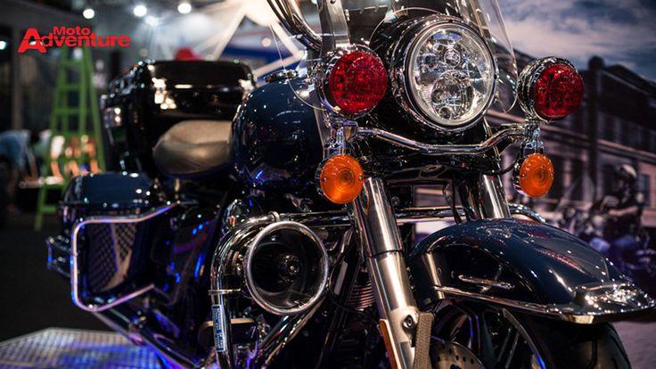 As máquinas estão sendo customizadas por três oficinas especializadas e serão vendidas durante o evento - Revista Moto Adventure