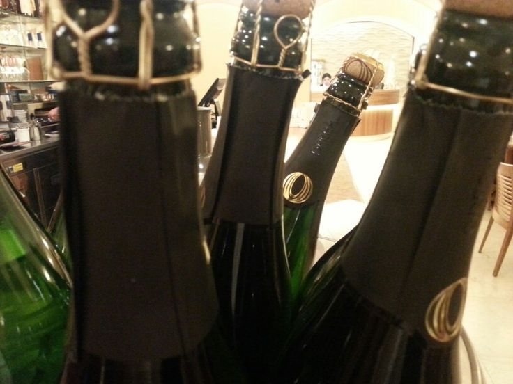 A good #wine is the most important thing for a perfect dinner!  #opera is a tipical sparkling wine made in #Trentino!  #Hotel America,  #simplydifferent!  #trentinodavivere