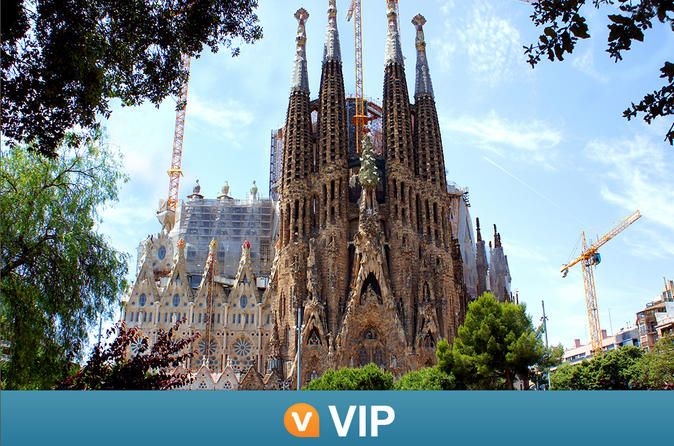 La Sagrada Familia and Torres Bellesguard Tour with Brunch and Wine