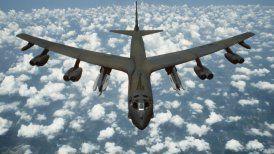 Bombardero B-52 sobrevolará los cielos de Santiago este sábado. Además, hará una demostración de reabastecimiento en vuelo junto a un avión de combate F-5 Tigre III de la FACh.