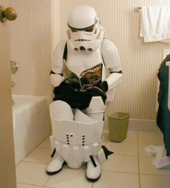Anche lui legge in bagno...