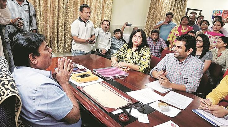 """On Wednesday, Education Minister Bhupendrasinh Chudasama said that Gujarat Governor O P Kohli has given his consent to The Gujarat Self Financed Schools (Regularisation of Fees) Bill, 2017, which proposes to regulate fees being charged from parents by private schools in the state. The Bill was passed by the Gujarat Assembly in the recently-concluded Budget … Continue reading """"Gujarat Governor Approves Bill Against Private School Fees"""""""