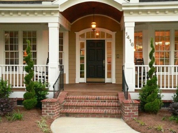 love this porch and bushes